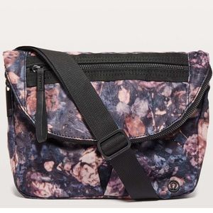Lululemon festival bag purse crossbody frosted